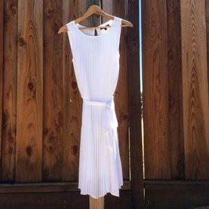 🌷Lovely White Pleated Dress from Banana Republic